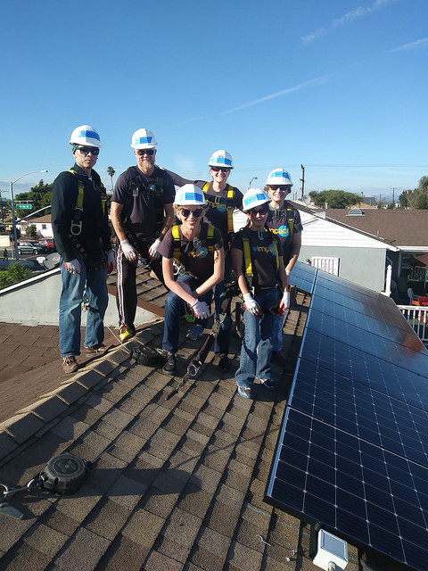 2017 Solarthon volunteers cluster on the roof